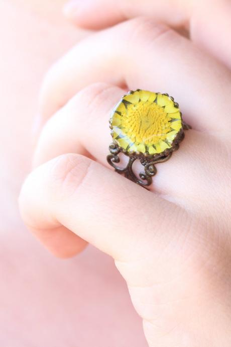 Sunflower rings for women , resin rings boho style, vintage rings adjustable, real sunflower jewelry, yellow resin rings floral