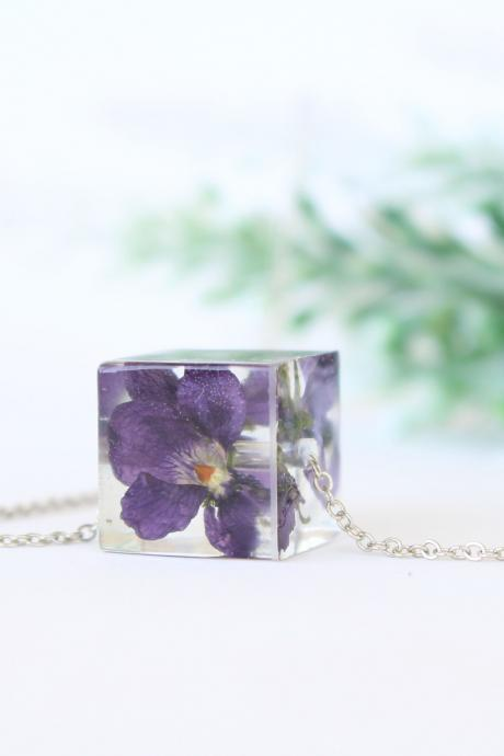 Real violet necklace, real flower resin necklace, dried violet flowers, violet jewellery, unique gifts for her, purple resin necklace cube