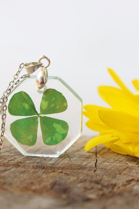 Four leaf clover necklace resin, green clover jewelry, lucky necklace gift, friend gift for woman, pressed flower necklace green resin